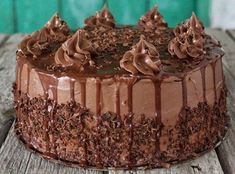 Μια υπέροχη τούρτα σοκολάτας με βουτυρόκρεμα, καλυμμένη σοκολατένια γκανάζ νηστίσιμη 'vegan'. Μια εύκολη συνταγή με το αντίστοιχο βίντεο του Δ. Μιχαηλίδη, Healthy Desserts, Vegan Recipes, Pudding, Treats, Chocolate, Cooking, Sweet, Yummy Yummy, Exercises
