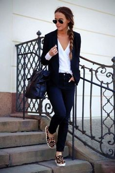 Looks com calça jeans e tênis – perfeitos para jornada do dia dia Looks with jeans and sneakers – perfect for day to day journey Bon Look, Look Blazer, Fall Outfits, Fashion Outfits, Fashion Pants, Business Casual Outfits, Business Casual Womens Fashion, Weekend Outfit, Casual Looks
