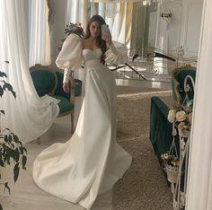 Dream Wedding Dresses, Bridal Dresses, Prom Dresses, Wearing Dresses, Couture Wedding Gowns, Gown Wedding, Lace Wedding, Pretty Dresses, Beautiful Dresses