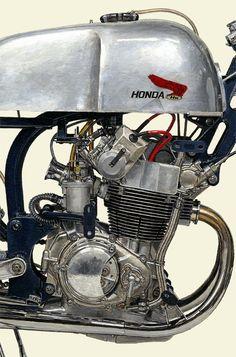 #2409098HQ 1959 HONDA RC142 | detail