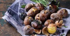 A házi gesztenye sütés titka Onion, Garlic, Stuffed Mushrooms, Vegetables, Food, Stuff Mushrooms, Onions, Essen, Vegetable Recipes
