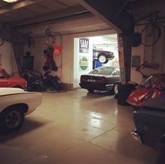 Guten Morgen @ #retrowerk #instadaiy #gutenmorgen #atwork Retro Cars, Cars Motorcycles, Retro Vintage, The Originals, Good Morning, Vintage Cars