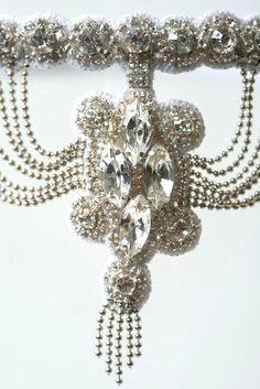 Regilla ⚜ Diamond garter IF I DIDNT DO A PEACOCK GARTER, I LOVE THIS ONE!!!