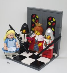 Lego Alice in Wonderland & Queen of Hearts Minifigures Vignette … Lego Disney, Legos, Lego Minifigure Display, Lego Minifigs, Lego Pictures, Lego Craft, Lego For Kids, Lego Castle, Lego Worlds