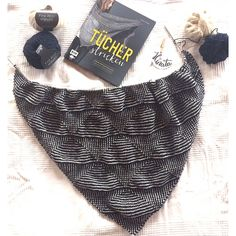 Hinata handkerchief EMF Verlag cloths knit mesh fine Source by radkatschinkel Crochet Pullover Pattern, Knit Or Crochet, Crochet Pattern, Knitting Socks, Hand Knitting, Knitting Patterns, Embroidery On Clothes, Embroidered Clothes, Oversized Scarf