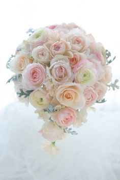 ブーケ ティアドロップ フルーツカクテルシャーベット : 一会 ウエディングの花 Flower Bouqet, Pastel Bouquet, Pastel Flowers, Flower Bouquet Wedding, Floral Bouquets, Botanical Wedding, Floral Wedding, Spring Wedding Flowers, Birthday Cake Toppers