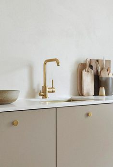 Kitchen Interior Design Kitchen with beige cabinets and brass details by Anna Pirkola. Photo by Katri Kapanen - Kitchen with beige cabinets, brass faucet, brass kitchen knobs, brass sink, scandinavian kitchen desing Cottage Kitchen Renovation, Cottage Kitchens, Home Decor Kitchen, Home Kitchens, Kitchen Ideas, Modern Kitchens, Kitchen Renovations, Diy Kitchen, Kitchen Shop