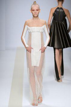 Pedro Lourenço Spring 2011 Ready-to-Wear Fashion Show - Ginta Lapina (Women)