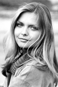 beauty icons we love: Michelle Pfeiffer Michelle Pfeiffer, Kim Basinger, Denise Richards, Susan Sarandon, Sharon Stone, Actrices Hollywood, Cute Poses, Black And White Portraits, Classic Beauty