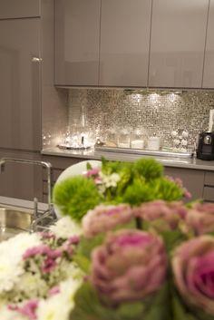 I want this backsplash in my kitchen. Looks like Glitter!