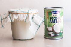 Gör din egen kokosyoghurt Smoothie Recipes, Smoothies, Organic Coconut Milk, Dinner With Friends, Plant Based, Vegan, Mugs, Veggie Recipes, Tableware