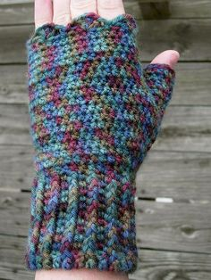 Easy crochet wristers someone needs to make these for meor fingerless gloves free pattern dt1010fo
