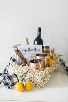 Mulled Wine set as a birthday gift Holiday Gift Baskets, Wine Gift Baskets, Basket Gift, Holiday Gifts, Wine Kits, Mulled Wine, Hostess Gifts, Housewarming Gifts, A Table