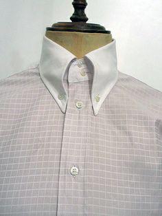 カラーセパレート(クレリック)のモデルです。  生地は老舗Monti社の中でも、大変貴重で珍しいトニック(光沢)ペールピンクのある上品な100%コットンのイタリア製です。ボタンはマザーオブパールの最高品質ボタンを使用し、背中は手縫いのフル・ボックスプリーツでDNAの代表的なスタイルで、 日本別注のシャツです。 XXS(14)~S(15) 14,980円(税込み)