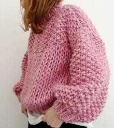Chunky-knit pink sweater -TS /// Colours featured: Pink Lemonade, Rust & Midnight Blue. Pull Crochet, Knit Crochet, Easy Crochet, Vogue Knitting, Hand Knitting, Cardigans Crochet, Crochet Clothes, Crochet Stitches, Crochet Patterns