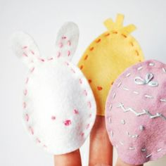 Make these little egg-shaped finger puppets for Easter! #craftgawker