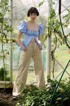 Apr 2020 - The complete Maggie Marilyn Spring 2020 Ready-to-Wear fashion show now on Vogue Runway. Moda Chic, Moda Boho, Fashion 2020, Runway Fashion, Fashion Show, Fashion Fashion, Spring Fashion Trends, Spring Summer Fashion, Emily Ratajkowski Look