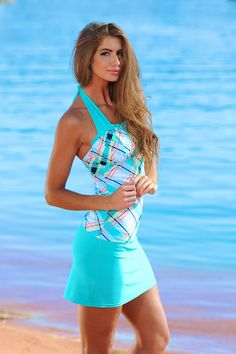www.divinitasole.com sites divinitasole.com files models 903-WT-TP-model Ruched Square Halter Tropical Plaid.jpg