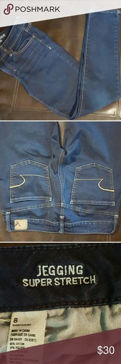 """American Eagle Jeggings Dark wash jeans Size 8 short. 15"""" waist lying flat 35"""" length 26.5 inseam excellent used condition American Eagle Outfitters Jeans Skinny"""