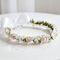 First Communion Ideas Flower Crown Wedding, Bridal Flowers, Girls Party Decorations, Wedding Decorations, Wedding Ideias, First Communion Party, Flower Girl Hairstyles, Hair Wreaths, 50th Wedding Anniversary