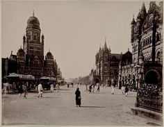 Mumbai (also known as Bombay) has changed a lot during the centuries. Check out these old and vintage photographs of Mumbai. Mumbai City, India Facts, Vintage India, Rare Pictures, Rare Photos, Dream City, Vintage Photographs, Vintage Photos, Old Photos