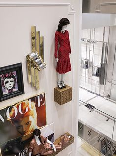 Vogue Cafe Printemps Haussman Paris Kate Moss Twiggy covers mannequin displays