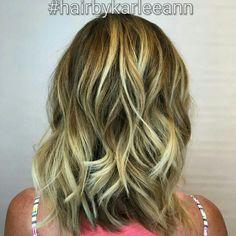 Second session to getting blonder! #hairbykarleeann #ellemariekarlee #ellemarielakestevens #balayage #freehand #redkenobsessed #curls #blonde #summerhair