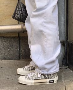 Classy Issues Inspo by Mux Jasper Dr Shoes, Swag Shoes, Hype Shoes, Me Too Shoes, Shoes Tennis, Sneakers Mode, Sneakers Fashion, High Top Sneakers, Converse High