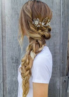 Wedding Hairstyles Medium Hair There is something so romantic about a bride with floral hairstyles. You can find a lot of accessories for wedding hairstyles with flowers. We have gathered some stunning wedding hairstyles with flowers to inspire you. Fishtail Braid Hairstyles, Cute Braided Hairstyles, Pretty Hairstyles, Romantic Hairstyles, Bridal Hairstyles, Hairstyle Ideas, Prom Hairstyles For Long Hair, Long Haircuts, Wedding Hairstyles For Long Hair To The Side With Veil
