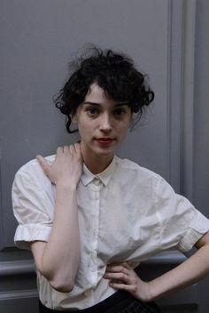 Annie Clark: Diosa, musa, blusa.