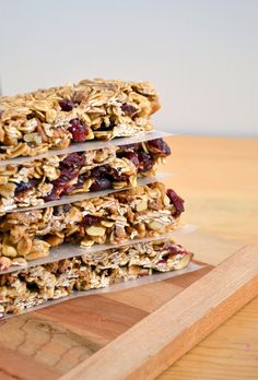 Chewy No-Bake Cinnamon Cranberry Granola Bars(Dairy-Free, Nut-Free, Gluten-Free, Vegan), yummy and pretty. No Bake Granola Bars, Chewy Granola Bars, Oat Bars, Gluten Free Granola Bars Recipe, Nutty Bars, Nut Free Snacks, Food Doodles, Snack Recipes, Healthy Recipes