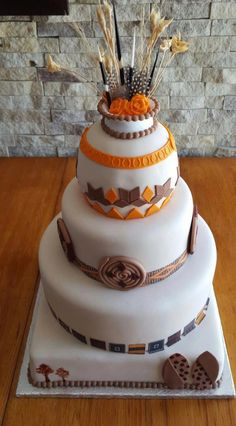 traditional wedding cakes Image r - weddingcake Traditional Wedding Decor, African Traditional Wedding, Traditional Cakes, Traditional Dresses, Silhouette Wedding Cake, Bride And Groom Silhouette, African Cake, African Theme, African Wedding Cakes
