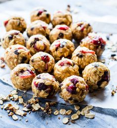 Gluten free No Bake Oatmeal Cookies Energy Bites are a healthy lunchbox treat! This no bake oatmeal cookie recipe makes vegan-friendly, easy no-bake snacks. No Bake Snacks, No Bake Treats, Oatmeal Cookie Recipes, Oatmeal Cookies, Healthy Baking, Healthy Snacks, Eating Healthy, Quick Snacks, Healthy Dinners
