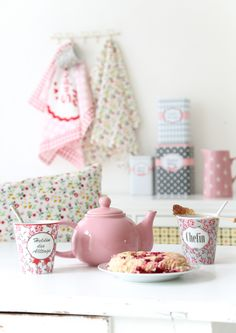 The sun has finally started to come out to play and it is feeling a lot more like Spring with Summer on it's way! Pastel Kitchen Decor, My Essentials, Have A Lovely Weekend, Cottage Kitchens, Sugar And Spice, Country Girls, Tea Time, Tea Pots, Shabby Chic