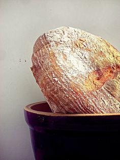Przepis na zakwas, techniki i rady dotyczące wyrobu domowego chleba, czyli wszystko, co domowy piekarz wiedzieć powinien