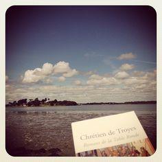 Il y a un an, quelque part en Bretagne, je me replongeais dans les récits de Chrétien de Troyes avant de dessiner la collection Brocéliande ! #chretiendetroyes #bretagne #broceliande #etiennejeanson #couture #paris #instantanésdecollection