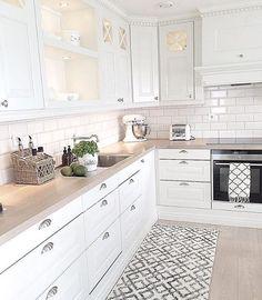 Cucine for white kitchen interior design 15 Economical Interior Design Ideas to Save Your Budget Home Decor Kitchen, Interior Design Kitchen, New Kitchen, Home Kitchens, Kitchen Dining, Kitchen Ideas, White Kitchens Ideas, Kitchen White, Country Kitchen