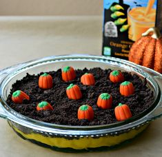Blog post at Growing Up Gabel :   Make a Halloween  dirt cake full of Halloween colors and pumpkins. Instant pudding is turned orange and covered with cookie dirt and c[..]