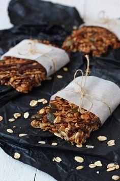 батончики очень вкусные и полезные без сахара 150 г овсяных хлопьев 50 г семечек тыквенных или подсолнуха 75г орехов пекан 25 г льняное семя 100 г финиковый мёд…