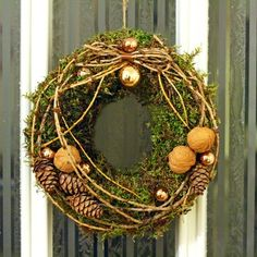 Wedding centerpieces ideas on a budget Rustic Christmas, Christmas Wreaths, Christmas Crafts, Christmas Decorations, Holiday Decor, Xmas, Pine Cone Decorations, Festival Decorations, Moss Wreath
