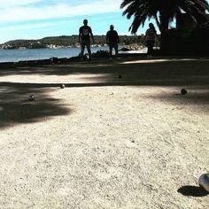 #IstresTourisme - Alors vous tirez ou vous pointez ? ⛹ Profitez de vos vacances pour une petite partie de #pétanque entre amis 😎 Ça sent bon l'été 👙🕶✌ #Istres #Istresmaville #Ranquet #Plage #Soleil #Sun #Bleu #Boule #Friends #Mer #Eau #Provence #MyProvence #Paca #Tourisme #TourismePaca #Vacances #Holidays #Printemps #Chaleur #IgersMarseille #IgersFrance #BouchesDuRhone #Departement13 #South #Sud #suddelafrance #SouthOfFrance