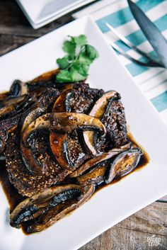 Roast Beef with Portobello and Balsamic Sauce - A classic beef roast, topped with a mushroom-balsamic pan sauce for extra flavor. #Paleo #AIP #Whole30
