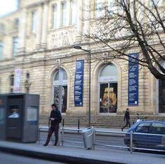 Workaway in France. Hilf mit Sprachen und unserem B&B im Stadtzentrum von Bordeaux in Frankreich Work Travel, Bordeaux, France, Mansions, House Styles, Home, Languages, First Aid, Manor Houses