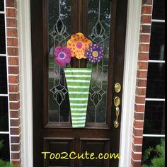 Door hanger: flowers in a vase.