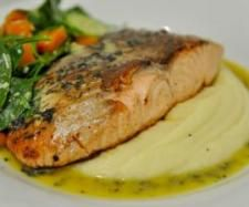 Recipe Steamed/Fried Salmon on Mash with Salad by cnguyen - Recipe of category Main dishes - fish