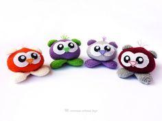 sonajeros amigurumis Yoshi, Christmas Ornaments, Holiday Decor, Character, Art, Hair Bows, Crocheting, Manualidades, Art Background