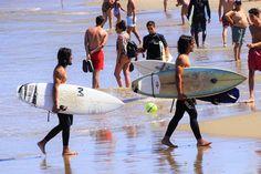 El surf en la playa Brava y las motos de agua, y los botes banana en la Mansa son las actividades que dominan las aguas en las distintas zonas de Punta del Este