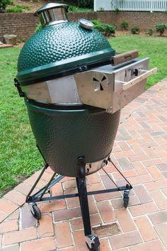 Convert your Large Big Green Egg into a brick oven for pizza - simply by adding a Pizza-Porta. Steady temperature, easy access, and temperature control make for authentic wood fired pizza. Big Green Egg Pizza, Large Green Egg, Big Green Egg Table, Big Green Egg Grill, Green Egg Ribs, Green Eggs, Healthy Grilling Recipes, Vegetarian Grilling, Tailgating Recipes