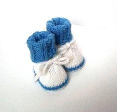 d013f09ad0023 Chaussons Bébé - cadeaux naissance · Chaussons bébé en laine blanc et bleu  Taille 0 1 mois 1 Mois