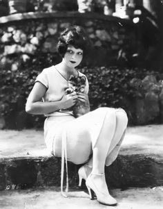 0 Clara Bow with a puppy